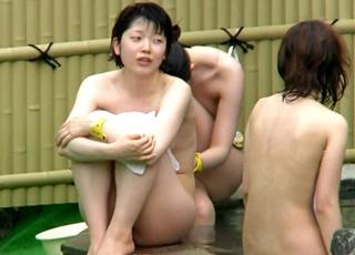【Aquarium】完全アウト!膨らみかけちっぱいがヤバすぎる有能撮り師の露天風呂盗撮動画!
