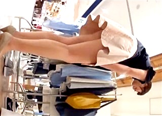パンチラえんじぇる『接客店員さんオムニバス』!美人でスタイル抜群のショップ店員を極上アングルで撮影!