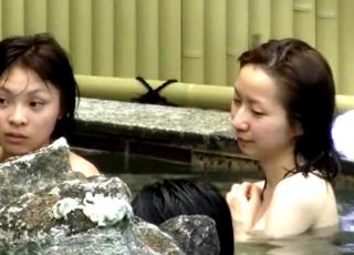 某露天風呂にてかなりの上玉を発見!若い娘ばかりを狙った連続盗撮犯の女子風呂隠し撮り映像が高画質で秀逸!