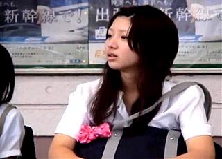 生意気そうだけど美少女なJKの座りパンチラを長時間ズーム撮影!黒ハイソックスの間から見えるピンク色のおぱんつが眼福すぎる