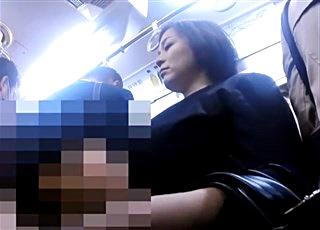 【個人撮影】美人な子連れママを襲う集団痴漢現場の一部始終を記録!衝撃の犯罪記録映像がノーカットでネット流出!