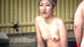 【Aquarium】新!湯乙女旅情 Vol.2 スレンダーギャルのリラックスした黒乳首をズーム盗撮で堪能