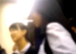 【個人撮影】これは悲惨・・学校帰りの美少女JKが痴漢男のお尻くぱぁで綺麗なケツ穴を赤外線カメラで撮影される!