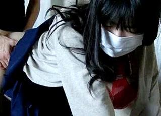 【個人撮影】ピンク乳首の円光JKちゃん、自宅で制服に生着替えしハメ撮りで中イキする姿をネットに晒されてしまう