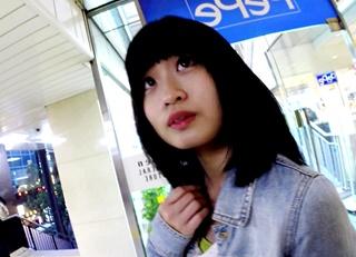【逆さHERO】あどけない見た目にアニメ声・・お嬢様学校に通っていそうなロリ系女子大生の声掛けパンチラ動画!