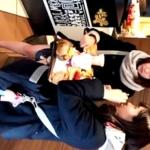 ファストフード店でスヌードを巻いたイマドキJKちゃんを逆さ撮り!注文通りの無垢な白パンチラががっつり見れる優秀な盗撮動画