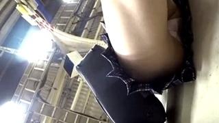 【個人撮影】Y2J氏の真・玄人痴漢ファイルシリーズ!推定K2~K3の制服ちゃんを執拗に追いかけて股間を押し付ける!