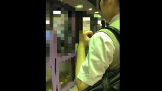 実録痴漢映像!満員電車で声も出せずに下半身を触られ熱い吐息を漏らす素人娘たち・・・