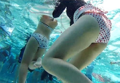 【高画質】レジャープールで水着ギャルの下半身を水中盗撮!この絶景はまさにこの世の天国