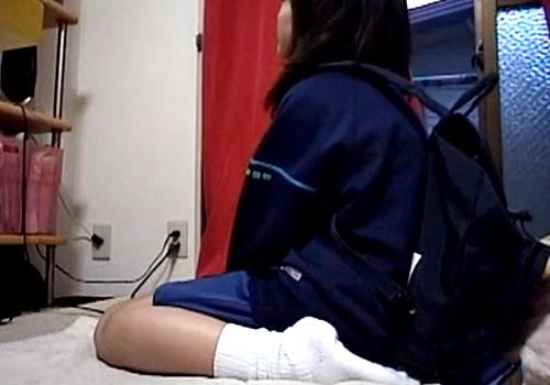 【激ヤバ…】日常的にエロイプ配信をしているJCが着替えとオナニーを披露した神回がネットに出回るwww