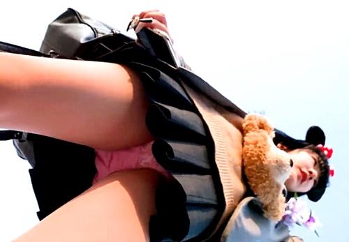 【たぴおか】黒髪ギャルJK in 夢の国!高画質カメラでフロントパンチラをがっつり盗撮