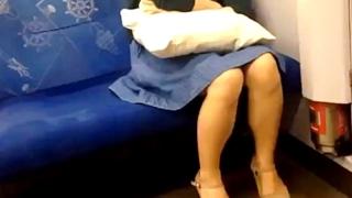 【閲覧注意】これがホントのガチ痴漢現場映像!電車で寝ている巨乳娘の隣に座っておさわり痴漢行為・・・