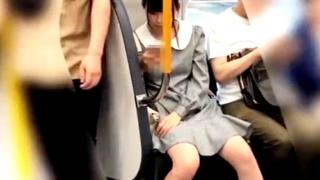 【盗撮動画】いかめし第一話 JK私服!めっかわ女子の水玉Pとハミ○を鮮明撮り!
