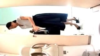 禁断のトイレ盗撮!清楚な美女達の放尿シーンをエグイ角度から捉える隠しカメラ