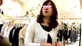 【盗撮動画】おっとり系アパレル店員の白パンティーを色んなアングルから撮影してみた