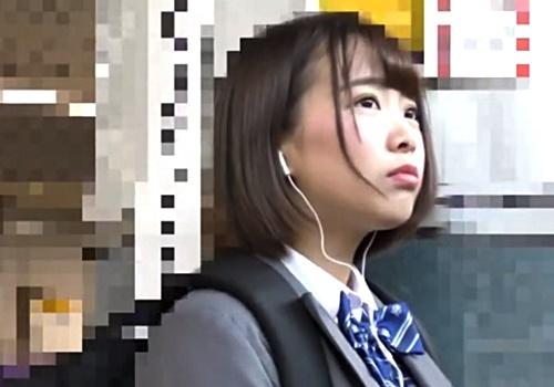 【電車痴漢】乃木坂系の美少女JKを襲う2人組痴漢師!パンツを強奪されノーパンで逃げ出していて悲惨・・・