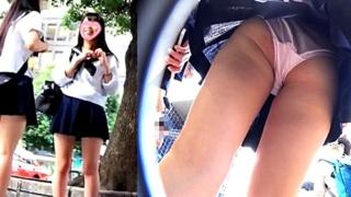 Sランク美少女JKちゃんの背中&ブラまで丸見えの逆さ撮りパンチラ動画が優秀過ぎて抜いた