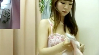 【盗撮動画】すまし顔でブラ試着中のお嬢様系JDちゃん、スレンダーボディと乳首まで隠し撮りされてしまう
