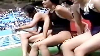 【盗撮】大会出場中のスク水JCたちを赤外線カメラで透け透け撮影する関係者カメラマン
