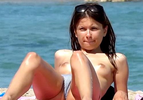 ティーン美少女の裸体を高画質で視姦!シコらざるをえないヌーディストビーチの盗撮動画がついに見つかる