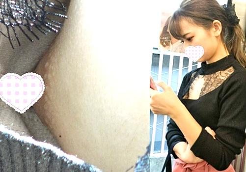 【胸チラ盗撮】ショップ店員?美意識高い系美女のぱっくり開いた胸元から乳首丸見えな件