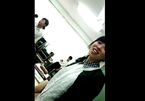 ガチの高校教師のパンチラを盗撮した動画が写真付きでネットに出回ってるんだが・・さすがにこれはアカン・・・