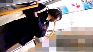 ニーハイ着用の童顔JKちゃん、無警戒すぎてフロントパンチラをがっつり逆さ撮りされる
