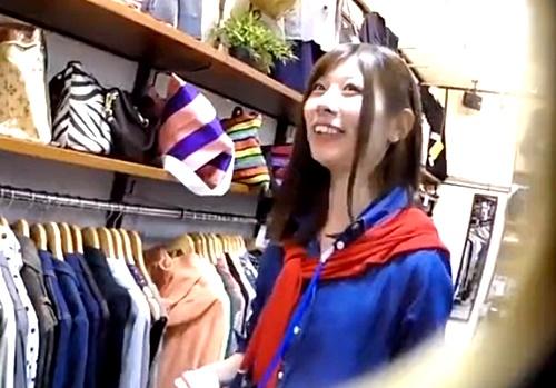 研修中の美少女ショップ店員(推定18才)の若さはじけるパンチラを逆さ撮り盗撮!