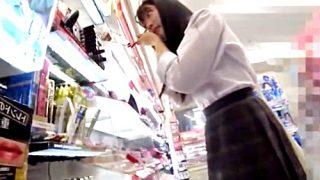 """化粧品に夢中になりすぎて""""食い込みおぱんつ""""逆さ撮りされまくる制服JKちゃん"""