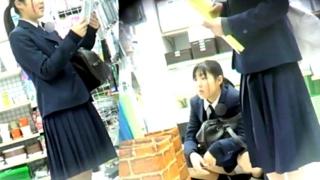 世間知らずな芋っ娘JKちゃん、顔出しで縞々おぱんつを盗撮されまくってしまう