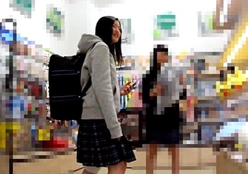 【Criminal】部活帰りの活発そうな膝サポーター女子高生の逆さ撮りパンチラ