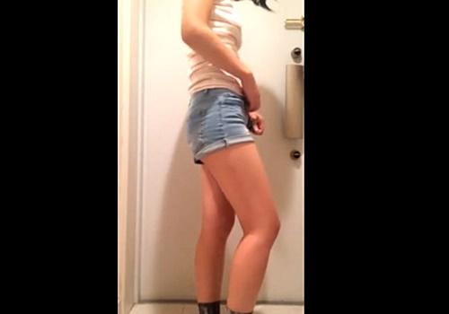 某SNSに投稿された若い女の子がおしっこをお漏らしする動画がエロいと話題