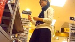【盗撮動画】コロコロ 私服JCパンチラ逆さ撮り04