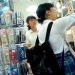 【☆プルート☆】オカズに最適な地味顔JKちゃんの純白パンチラ3人分を逆さ撮りした映像がこちら