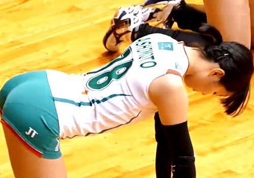 """パン線クッキリの日本人バレーボール選手、試合前の柔軟体操がまるで""""アレ""""をしている様でエロいと話題"""