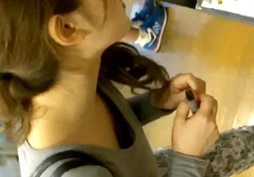 """胸チラ専門撮り師のテクが半端じゃない。こんなに""""見える""""もんなのね"""