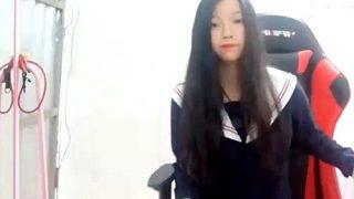 【素人流出】学校帰りのCちゃん、制服姿でWEBカメラ越しにリスナーを誘惑してしまう