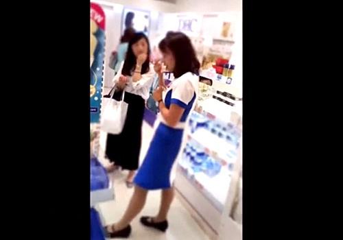 【盗撮】場所・人物 特定不可避の超ハイリスク店員パンチラ(美容部員編)