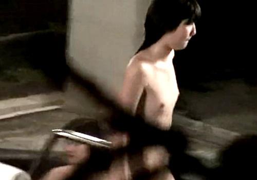即削除注意!逸材美少女の膨らみかけおっぱいが映った珠玉の露天風呂盗撮映像!