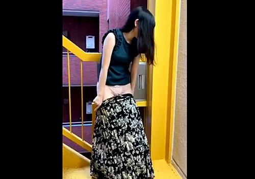 【素人流出】小遣い貰ってプチ円光中の私服JKちゃん、露出中に人が来て大慌て