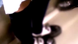 """【本物痴漢】超絶美少女な私服JKちゃん、電車で""""尻肉くぱぁ""""されてもスマホを見つめることしかできない・・・"""