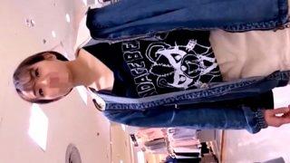 【盗撮動画】小柄で童顔のアルバイト店員ちゃんの胸チラとマン毛スケスケおぱんつを隠し撮り!