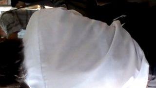 【ガチ盗撮】汗ばんだシャツで透けブラさせながら電車で登校する制服JKって興奮するよな
