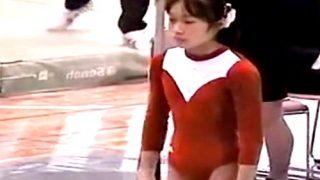 新体操大会でレオタ―ド姿の愛娘(JC)を撮影した母親、うっかり動画を流出させて変態にオカズを提供してしまう