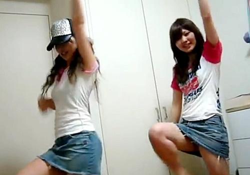 【動画】ギャルなりかけのデニミニJKちゃん、踊ってみたでがっつりパンチラを披露してしまうwwww