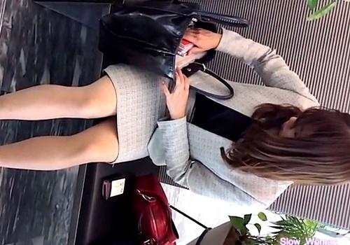 スーツ美女達の尻を追い回して座りパンチラをGETする盗撮魔