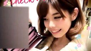 SNSでも活動中のショップ店員さん、画像ごとパンチラ動画を晒し上げられる・・(盗撮動画)