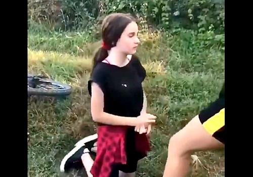 学校でNo.1美少女のJCちゃん、妬んだクラスメイトにめちゃくちゃにいじめられる・・・(動画あり)