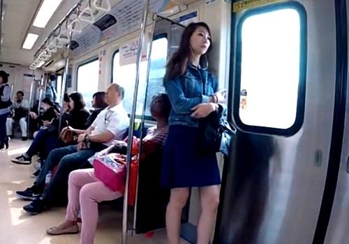 【動画】こういう気の強そうな美女のパンチラが正直たまらんってやつwwww