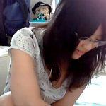地味系陰キャメガネ女子さん、ニコ生でノーブラ乳首ポロリハプニングを披露wwww(動画あり)